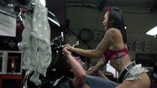 1. Интимная сцена с Леви Трэн на мотоцикле – Бесстыжие