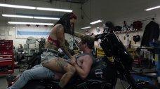 6. Интимная сцена с Леви Трэн на мотоцикле – Бесстыжие