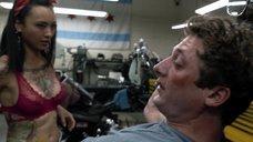 9. Интимная сцена с Леви Трэн на мотоцикле – Бесстыжие