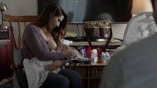 5. Мелисса Паладино кормит грудью – Бесстыжие