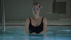 Джиллиан Андерсон в купальнике