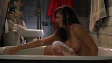 Серина Винсент бреет ноги в ванне