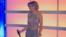 Соблазнительная Анжелика Вару на концерте «День милиции»
