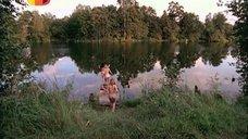 Обнаженная Ольга Будина прыгает в озеро