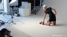 Красивая Валерия позирует для фотосессии в студии Photoplay