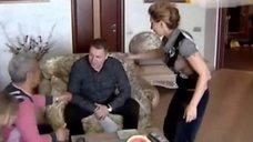 Елена Воробей светит грудью в передаче «Говорим и показываем»