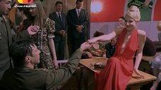 Рената Литвинова в откровенном платье
