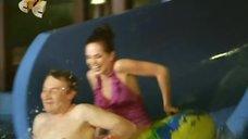 Ирина Медведева развлекается в аквапарке