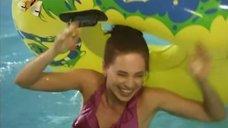 3. Ирина Медведева развлекается в аквапарке – 6 кадров