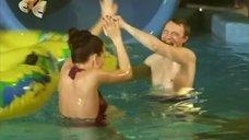 4. Ирина Медведева развлекается в аквапарке – 6 кадров