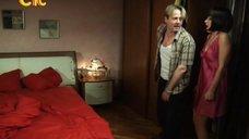 4. Ирина Медведева в ночнушке – 6 кадров