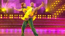 Танец соблазнительной Юлии Савичевой в шоу «Танцы со звездами»