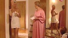Торочащие соски Алисы Фрейндлих и Лариса Удовиченко в полотенце