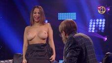 Елена Беркова показала голые сиськи в шоу «Деньги и позор»