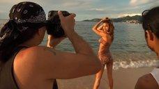 1. Ирина Шейк в бодиарт-купальнике для Sports Illustrated Swimsuit