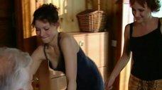 Елена Полякова засветила грудь