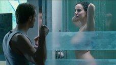 Знойная красотка принимает душ после секса