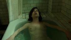 10. Салли Хокинс мастурбирует в ванне – Форма воды