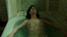 11. Салли Хокинс мастурбирует в ванне – Форма воды