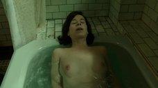 12. Салли Хокинс мастурбирует в ванне – Форма воды