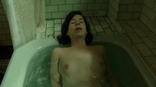 Салли Хокинс мастурбирует в ванне