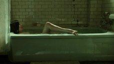 13. Салли Хокинс мастурбирует в ванне – Форма воды