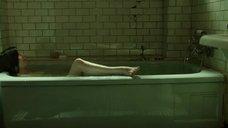 14. Салли Хокинс мастурбирует в ванне – Форма воды