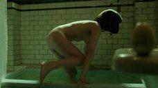 4. Салли Хокинс мастурбирует в ванне – Форма воды