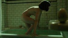 5. Салли Хокинс мастурбирует в ванне – Форма воды