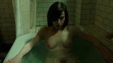7. Салли Хокинс мастурбирует в ванне – Форма воды
