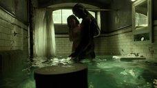 2. Любовная сцена в ванной с Салли Хокинс – Форма воды