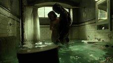 3. Любовная сцена в ванной с Салли Хокинс – Форма воды