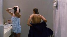 2. Анна Хилгдьек засветила голую грудь – Цветок пустыни