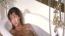 Софи Марсо принимает ванну
