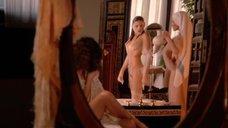 Обнаженная Оливия д'Або принимает ванну