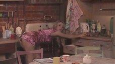 Мария Кожевникова соблазняет парней на кухне