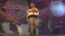 3. Наташа Королева светит трусиками на концерте
