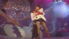 4. Наташа Королева светит трусиками на концерте
