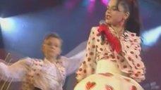 6. Наташа Королева светит трусиками на концерте