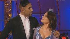 Декольте Наташи Королева на теле-шоу «Танцi з зiрками 3»