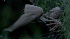 4. Эми Бэйли писяет на рану – Викинги