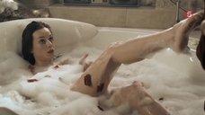 Секси Марина Дуксова принимает ванну