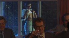 Рита Вульф показывает голую грудь
