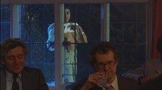 6. Рита Вульф показывает голую грудь – Моя прекрасная прачечная