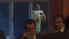 8. Рита Вульф показывает голую грудь – Моя прекрасная прачечная