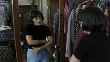 1. Тереза Бродска топлесс перед зеркалом – Двойная роль