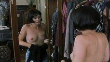 3. Тереза Бродска топлесс перед зеркалом – Двойная роль