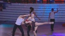 1. Гибка Анастасия Волочкова на танцполе