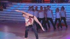 2. Гибка Анастасия Волочкова на танцполе