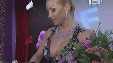 2. Анастасия Волочкова в платье с глубоким вырезом
